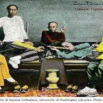 Men and boy with opium pipes fotografías sobre China